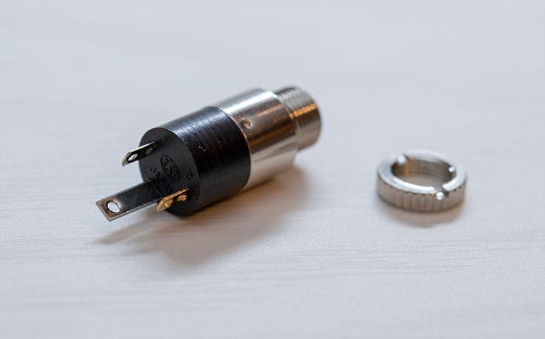 ヘッドフォン改造リケーブルに